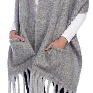 STEVE MADDEN Cape Scarf with Pockets & Fringe Gray